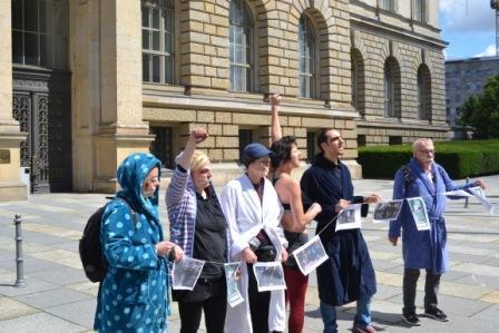 Aktion gegen Polizeigewalt bei Friedel54-Räumung