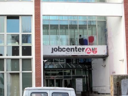 Farbe am Jobcenter Neukölln