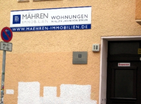 Mähren-Immobilien Hinweisschild Weisestr. 18