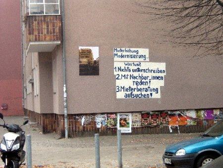 Wandplakat mit Infos für Mieter / Schillerkiez