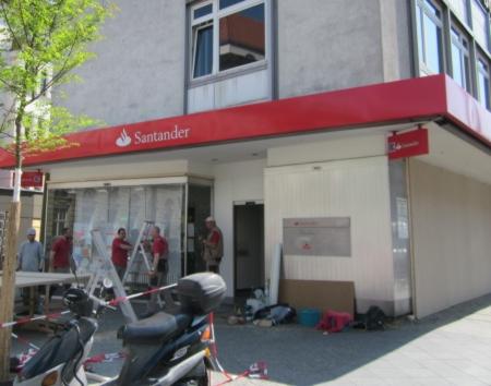 Santander Bank Neukölln wg. 1. Mai